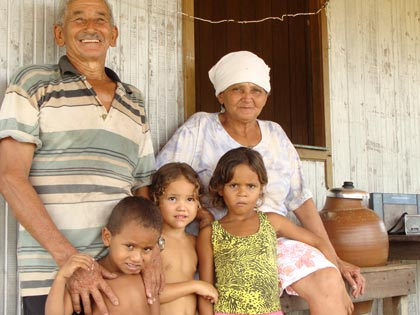 A farmer, Senhor Nonato, and his family who are benefiting from a scheme that Sky Rainforest Rescue is supporting (© Sarah Hutchison / WWF-UK)